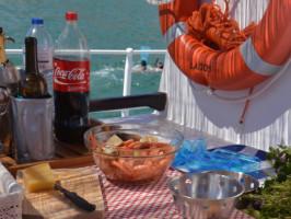Refeição a bordo do barco da Lagos Blue Cruises
